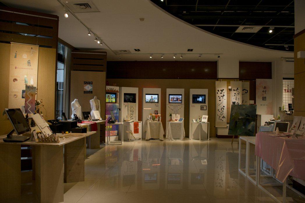 北科大文發系畢業展「厚禮數」,於1月14日在台北市剝皮寮歷史街區展出。圖/北科大...