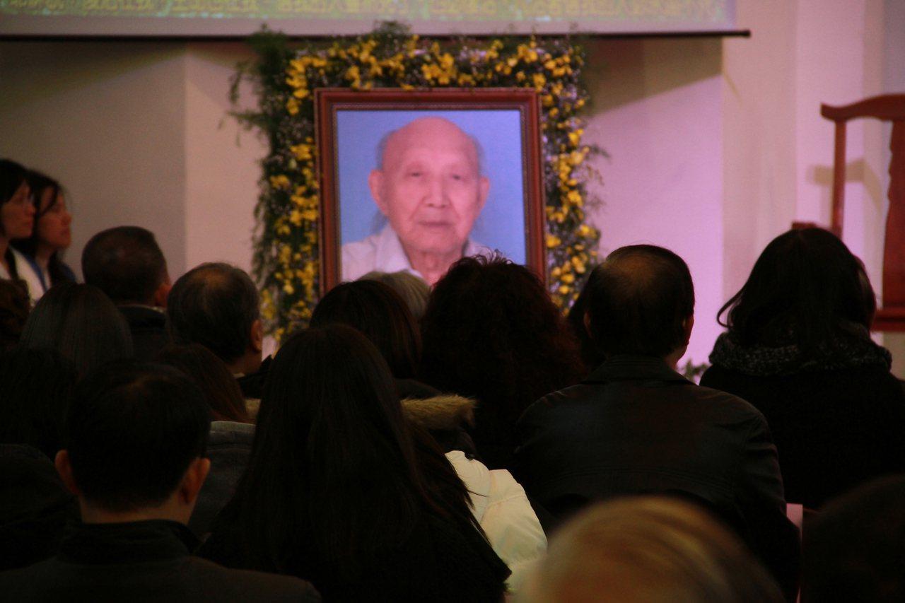 曾獲國家文藝獎等多項殊榮的畫家王攀元,以110歲高壽走完人生,今天安息禮拜。記者...