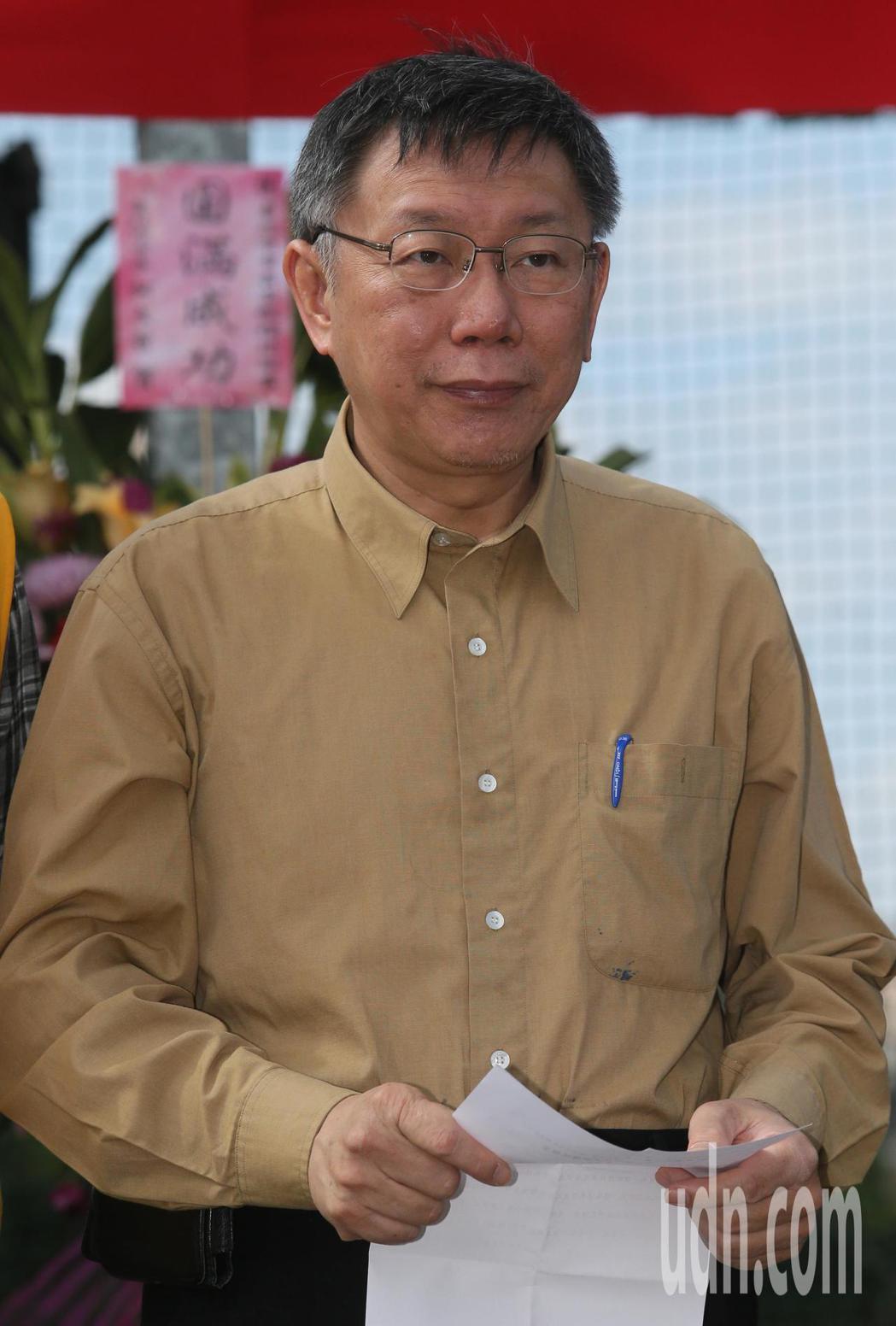 首屆市長盃橄欖球賽上午在百齡球場舉行,台北市長柯文哲(圖)開球前致詞。記者許正宏...