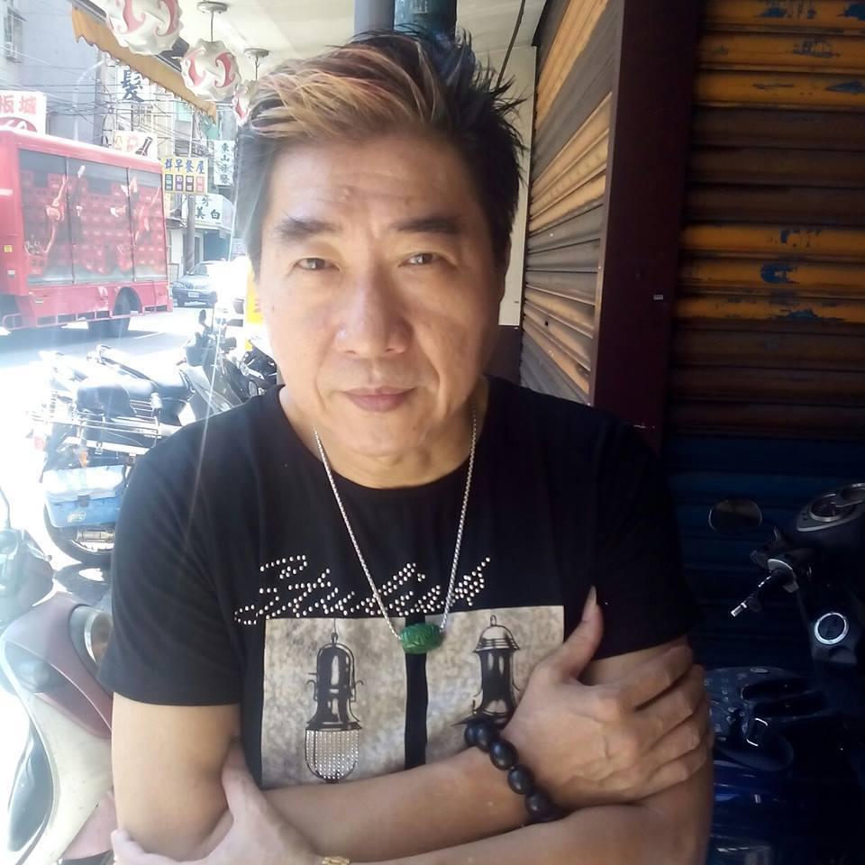 資深藝人康龍(64歲,本名:鄭啟鎮)三重住處昨日清晨6點多失火。翻攝自康龍臉書