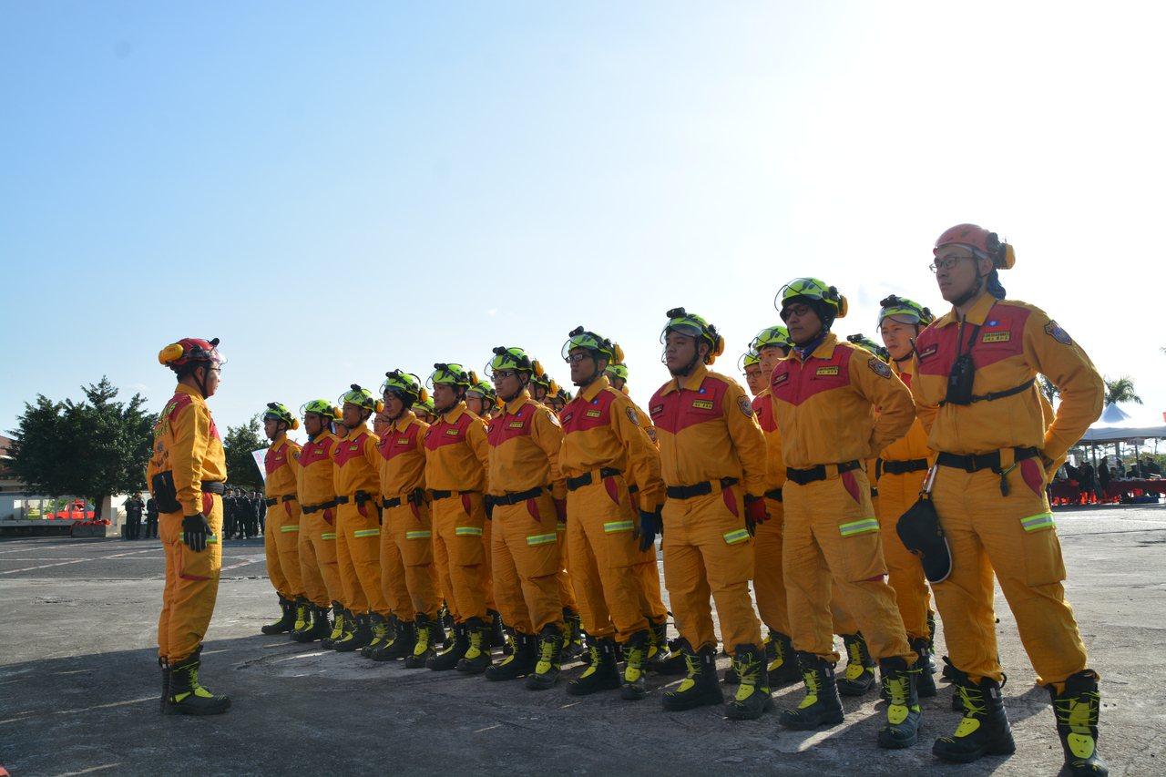 花蓮特種搜救隊今天成軍,隊員都接受過一系列專業系列,是菁英中的菁英。記者王燕華/...