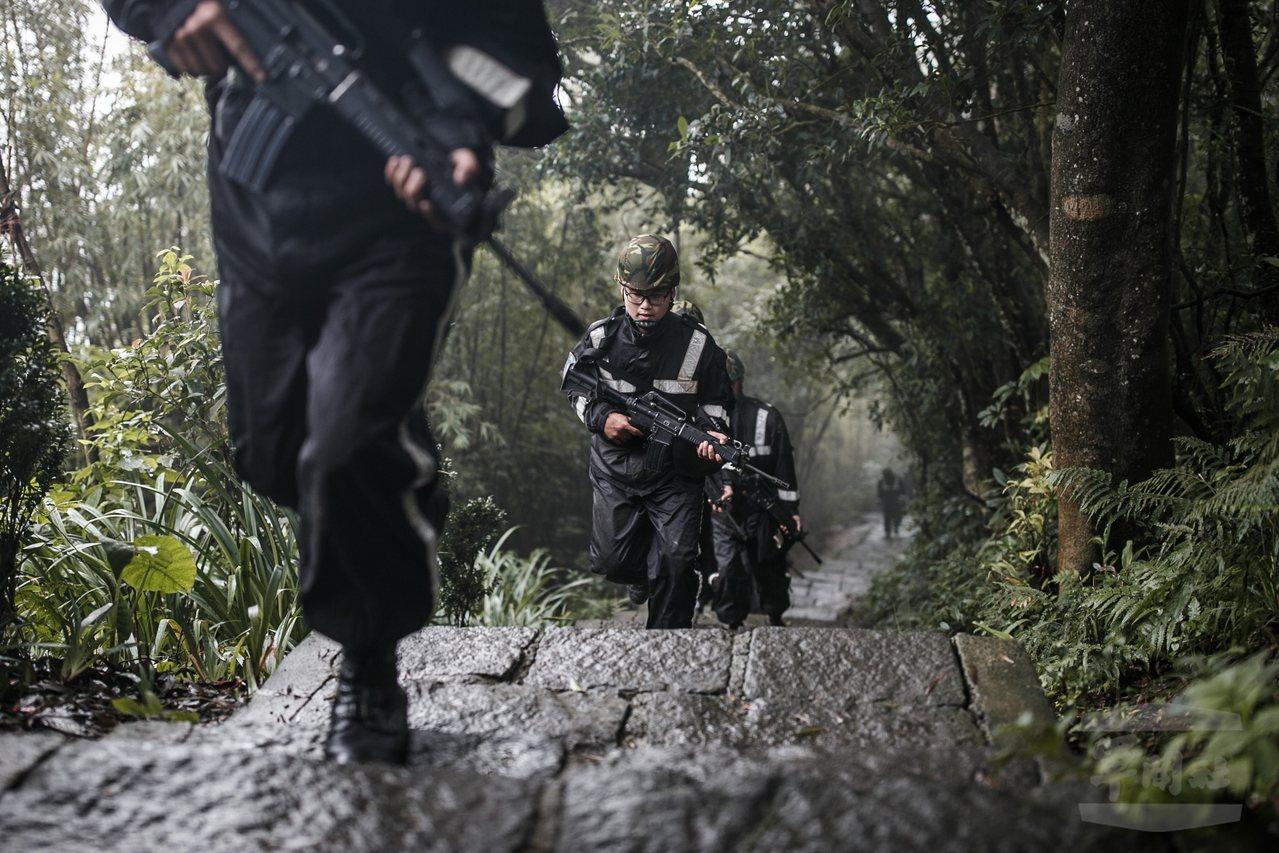 軍聞社報導指出,為訓練官兵不畏風寒,依然能在訓練中保持最堅強的意志與戰力,憲兵訓...