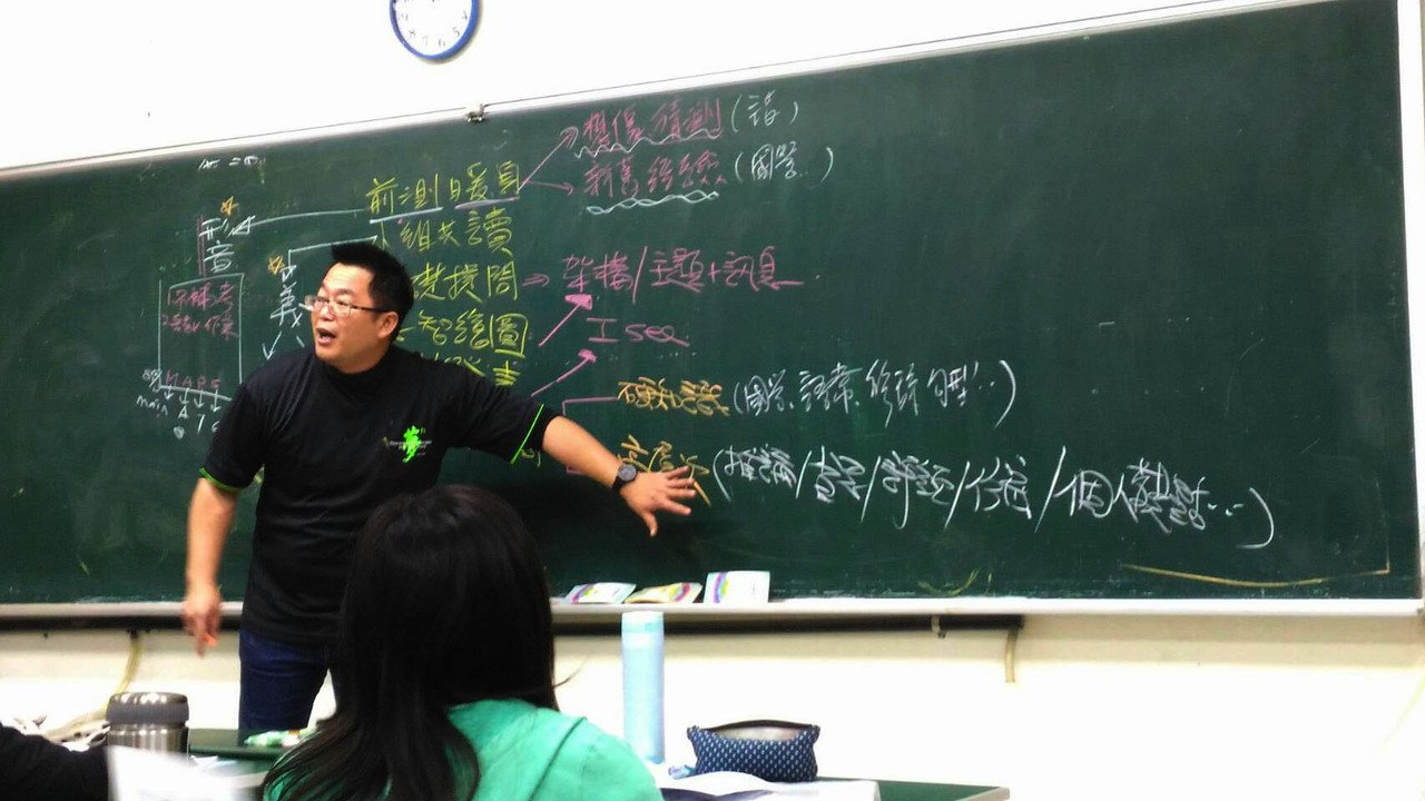 王政忠到新竹參加教師研習工作坊,分享自己的教學經驗。圖/新竹市政府提供