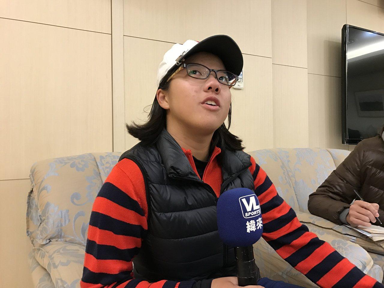 17歲業餘高球小將張雅淳持續暫居榜首。記者毛琬婷/攝影