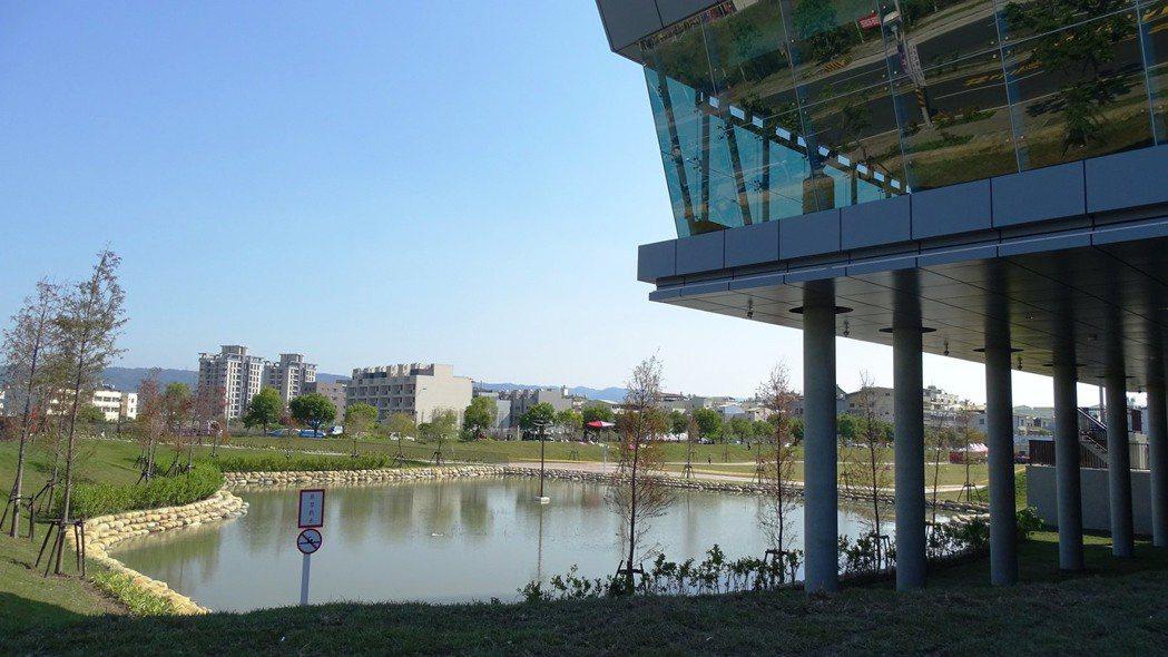 有「員林秋紅谷」美稱的圓林園多功能公園13日啟用。記者何烱榮/攝影