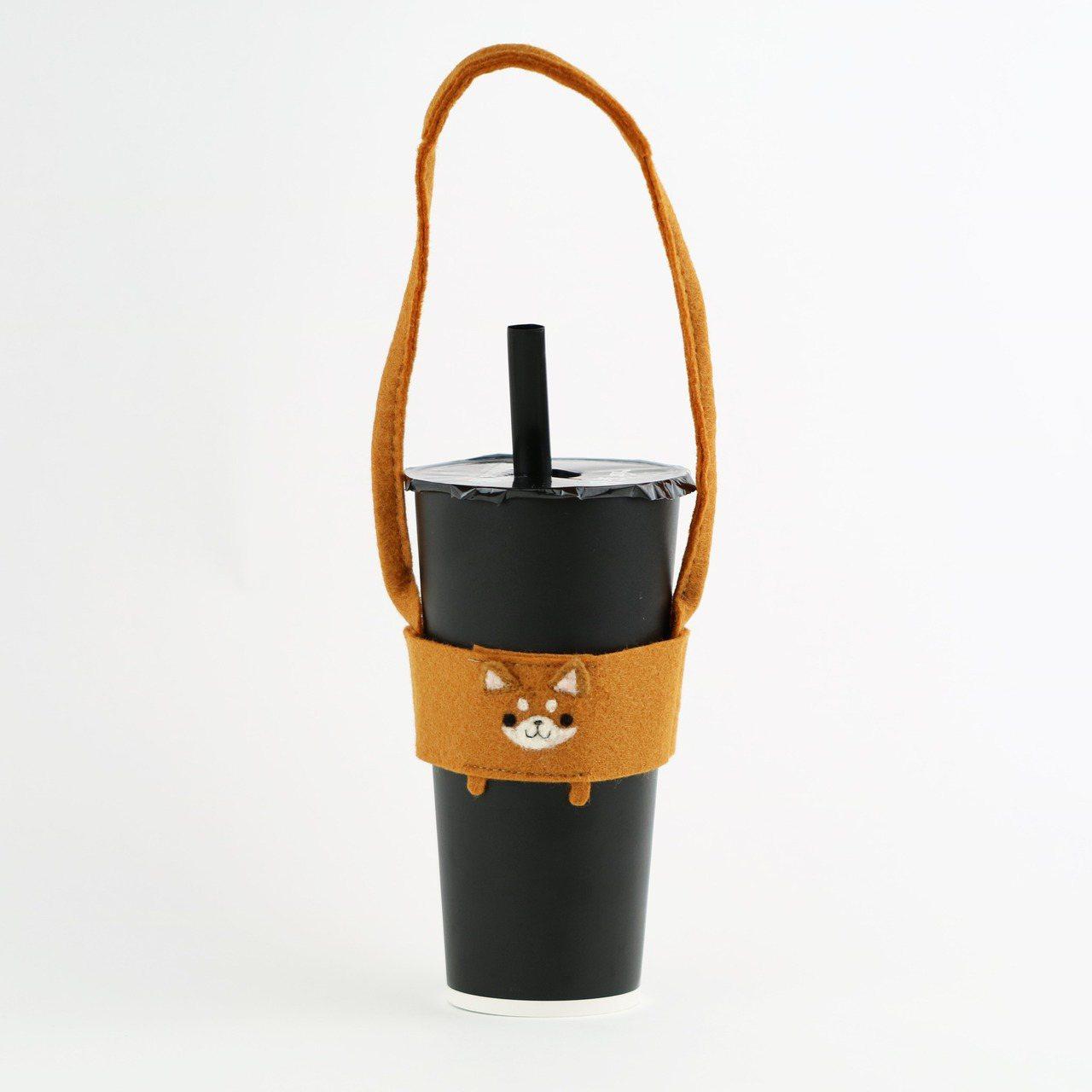 擴大限塑政策上路,環保飲料提袋成了近期網購熱搜商品之一。圖/Pinkoi提供