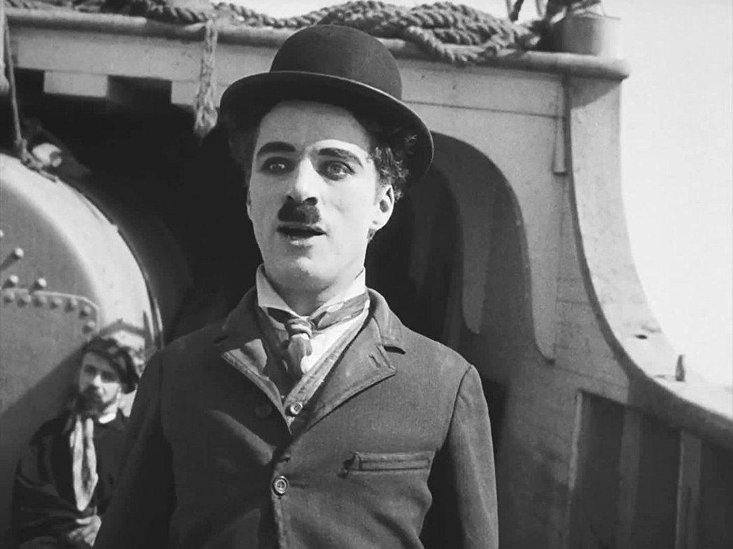 卓别林的小鬍子流浪汉形象堪称影史经典。图/摘自imdb