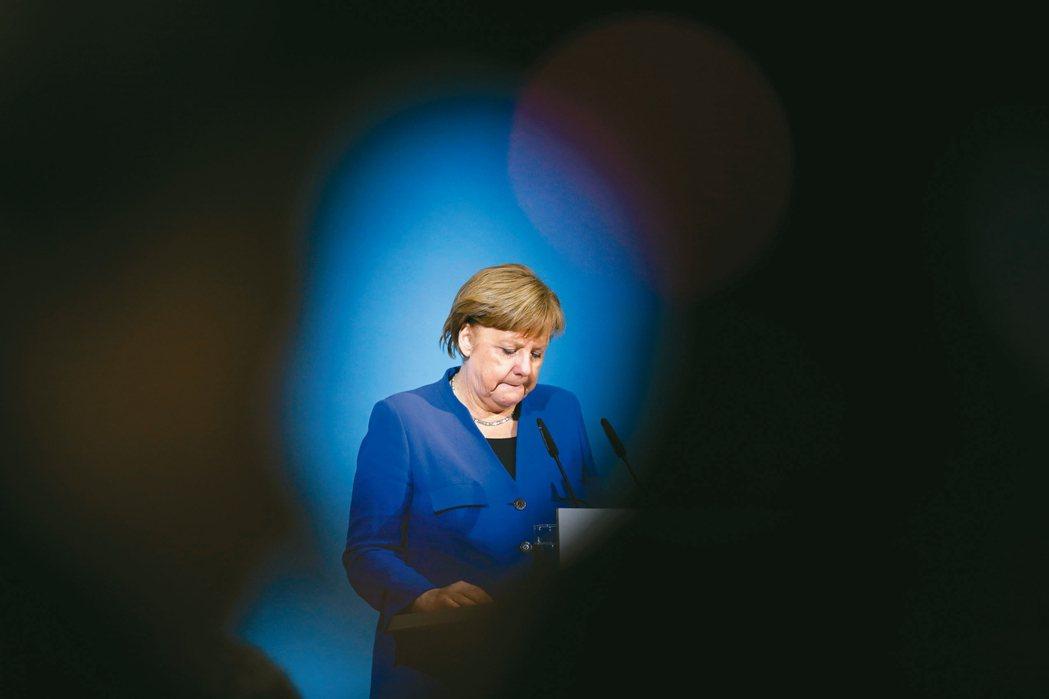 老練的德國總理梅克爾(圖)常被稱為全球最有權勢的女性,在與社會民主黨領導層談判並...