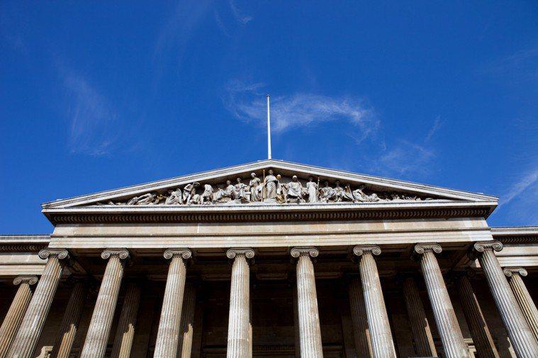 在大英博物館中,全世界的文物聚集一堂,當文字的歷史都消失不見時,古老的物件常常能...