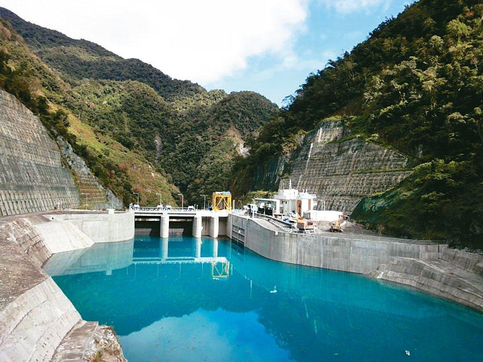 碧海電廠採調整池式水力發電,溪水碧藍是大特色。 台電╱提供