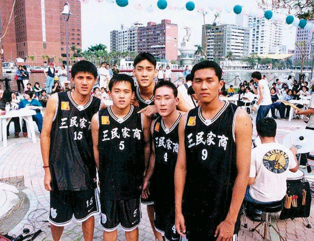 三民五虎周士淵(左起)、李奇勳、田壘、吳永仁與莊曉文,被公認是HBL30周年來最...