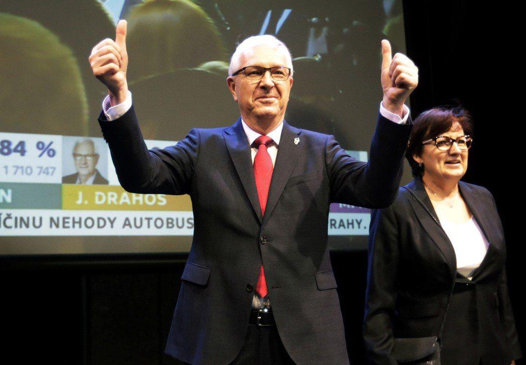 捷克於12和13日舉行總統選舉,親俄羅斯的現任總統齊曼在首輪投票取得領先地位,將...