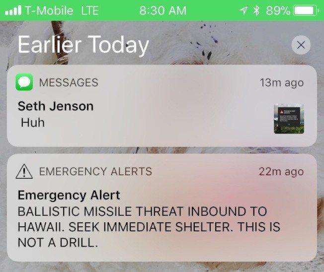手機緊急警報的螢幕截圖警告「彈道飛彈襲向夏威夷」開始瘋傳,引發社群媒體一陣騷動後...