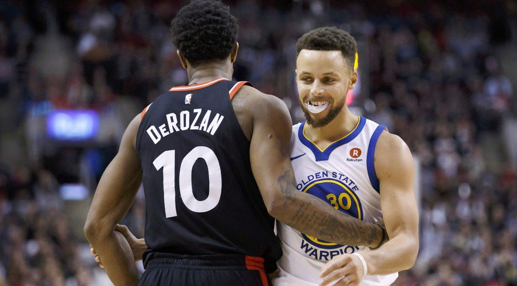 柯瑞(右)。 NBA