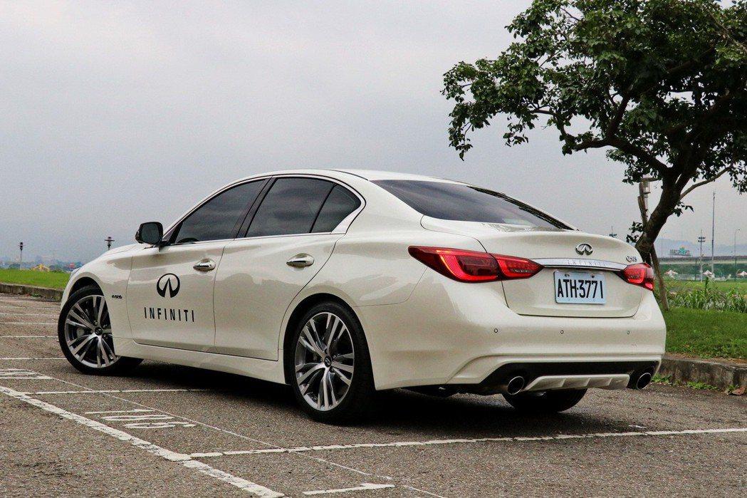 INFINITI Q50 3.5 Hybrid Blue Sport擁有相當張狂...