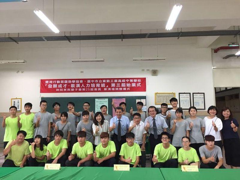 東勢高工「裝潢人力培育專班」今年招收第三屆學生,有學生降轉進入該班。 謝子