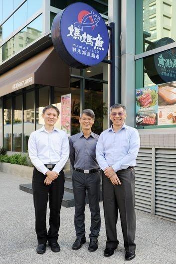 「媽媽魚」是董事長王偉旭(中)、總經理黃見駱(左)、執行長易錦良(右)共創的品牌...