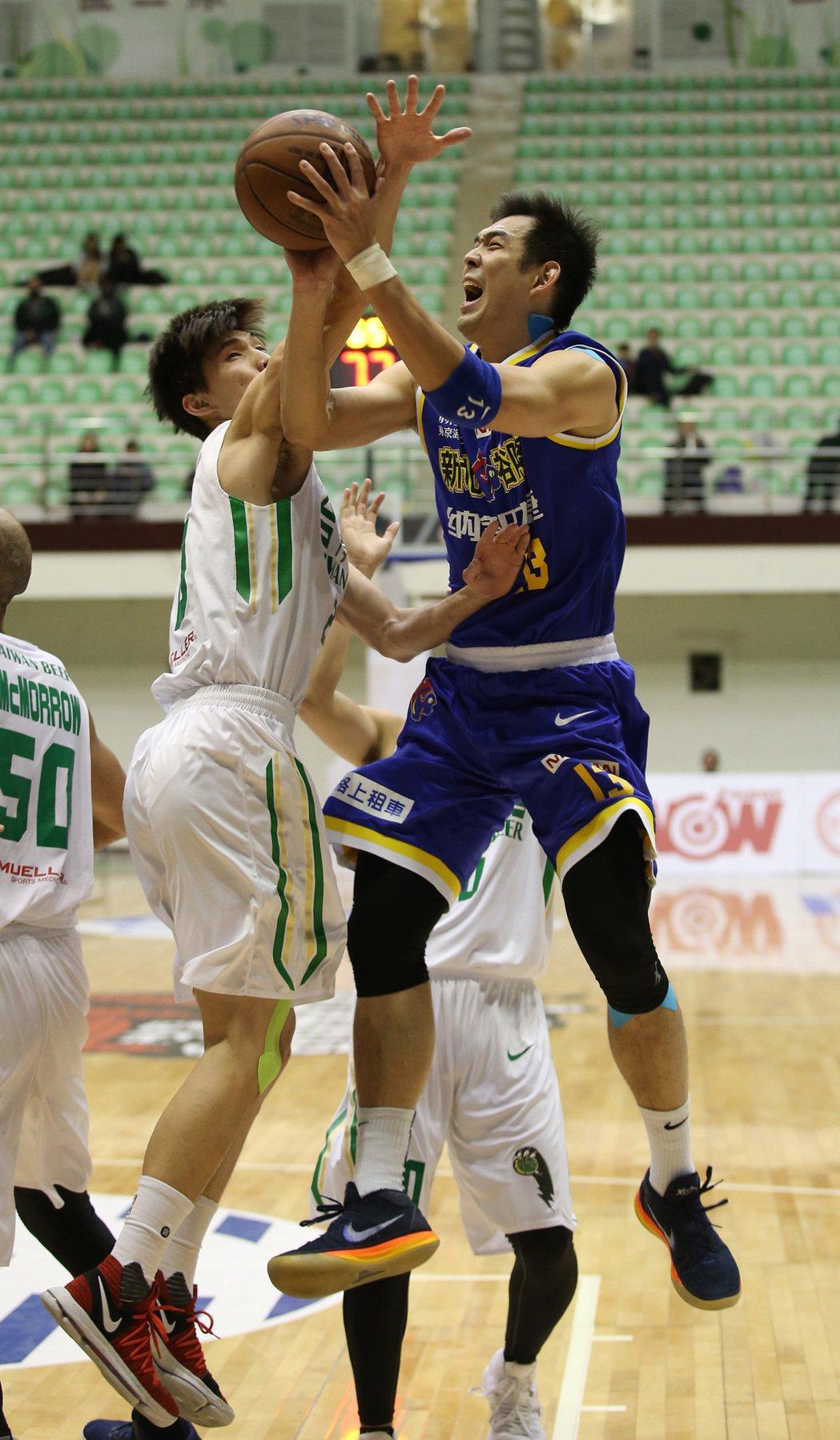 呂政儒(右)。圖/中華籃球協會提供