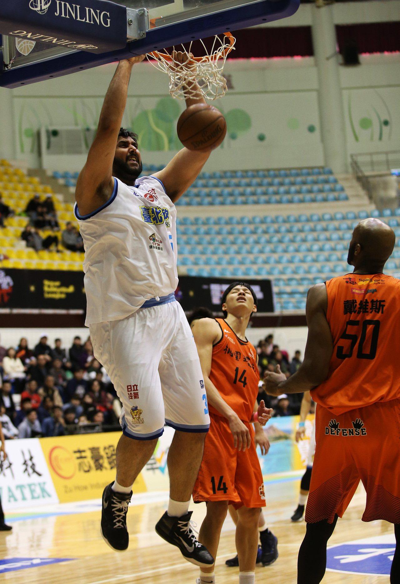 布拉(左)。圖/中華籃球協會提供
