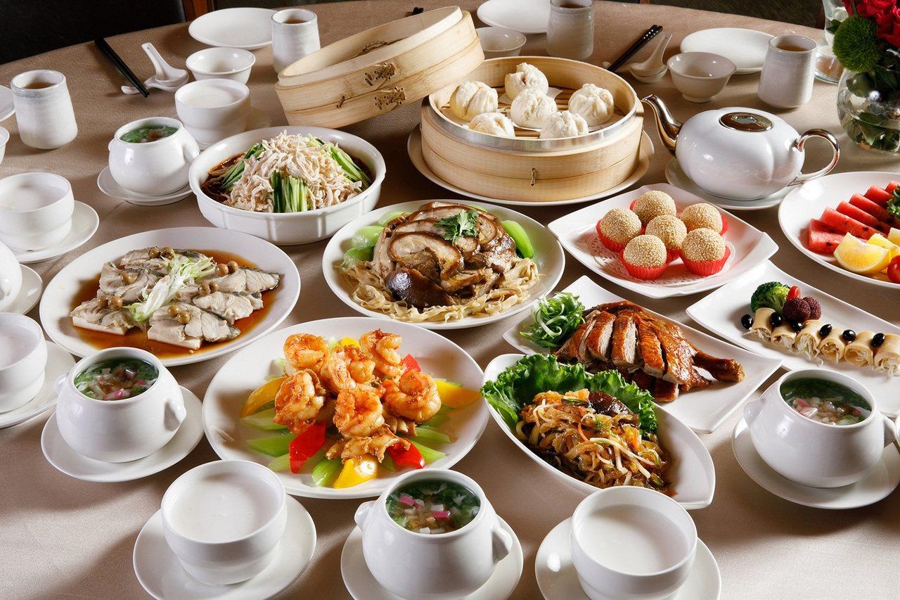 福容大飯店推出「福容尚食在」合菜套餐,以平實價格就能享用星級合菜。圖/福容大飯店...