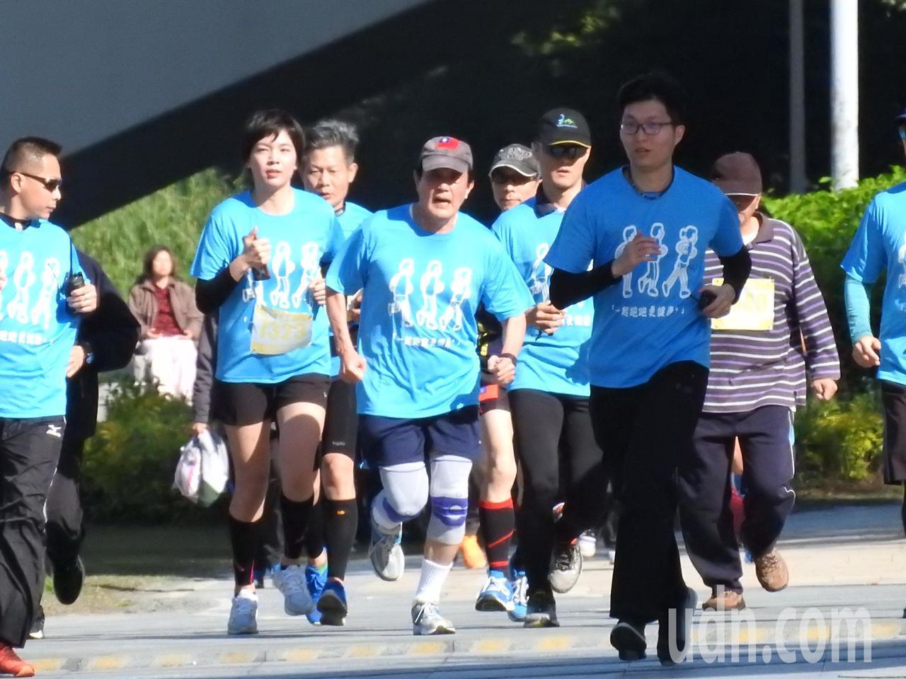 前總統馬英九今天上午參加經國先生逝世30周年感恩路跑5公里組,順利完賽。記者祁容...