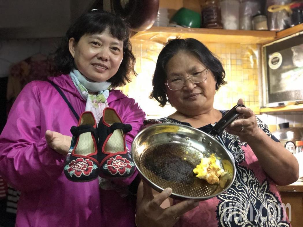 嘉義市婦人黎水妹(左)網購一雙千餘元的北京繡花鞋,寄來發現尺寸不對,連繫對方要求...
