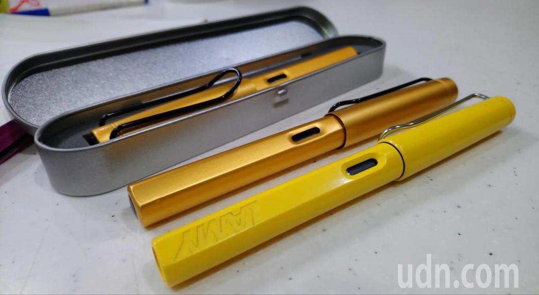 網路購物常販售類仿冒商品。圖黃色鋼筆為德國原廠品牌,金色鋼筆則為仿製商品,業者網...