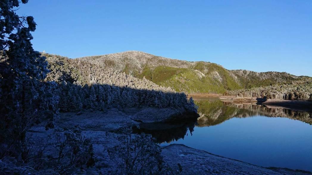 上午陽光露臉,太平山積雪漸退。圖/羅東林管處提供