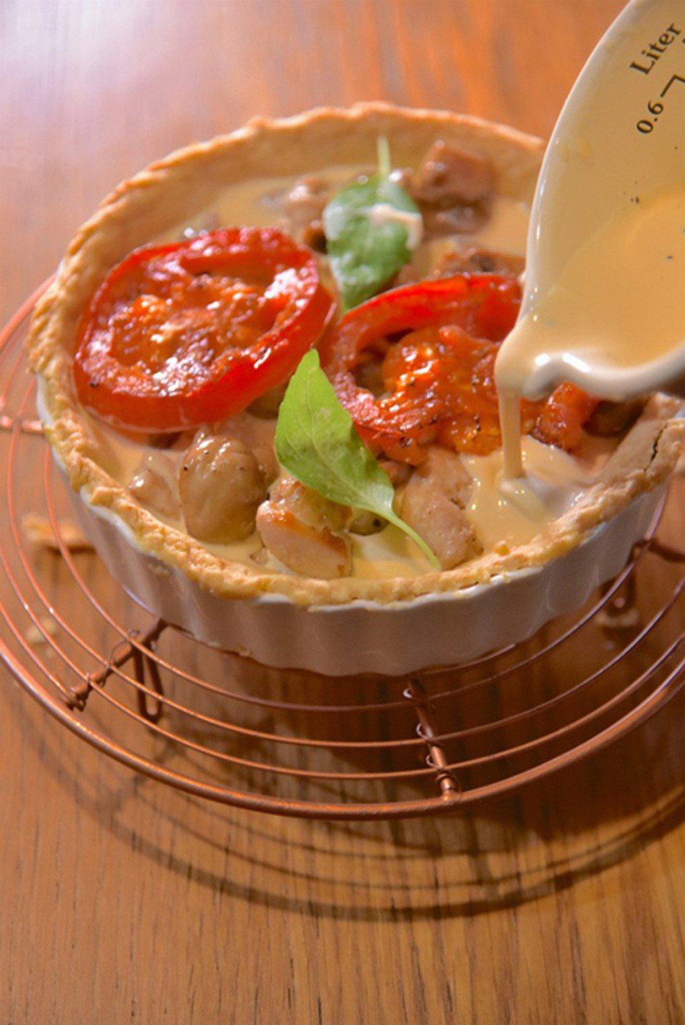 番茄蘑菇雞肉鹹塔。提供/寫樂出版