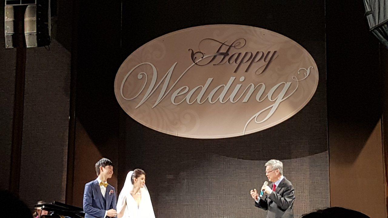 呂冠緯(左)與劉安婷今婚宴,行政院前院長陳冲致詞。記者王彩鸝/攝影