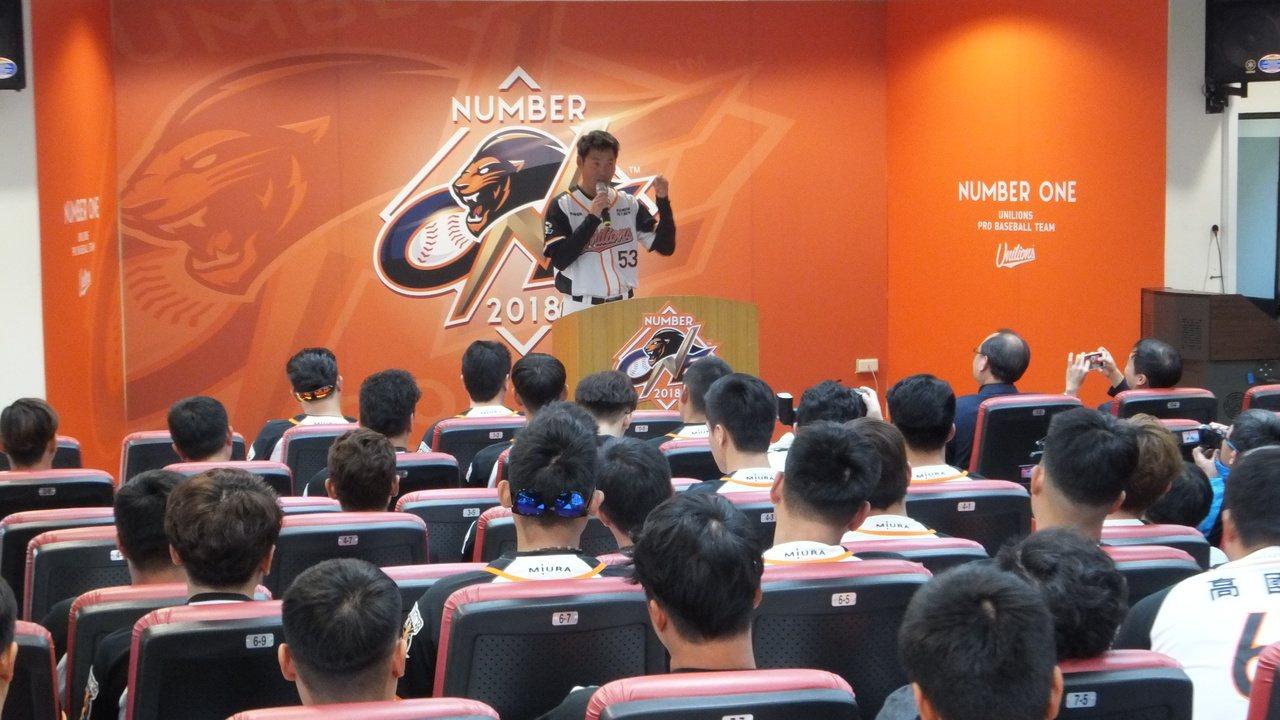 統一獅隊今天開訓,本季60場主場比賽有44場安排在台南、高雄澄清湖球場。記者藍宗...