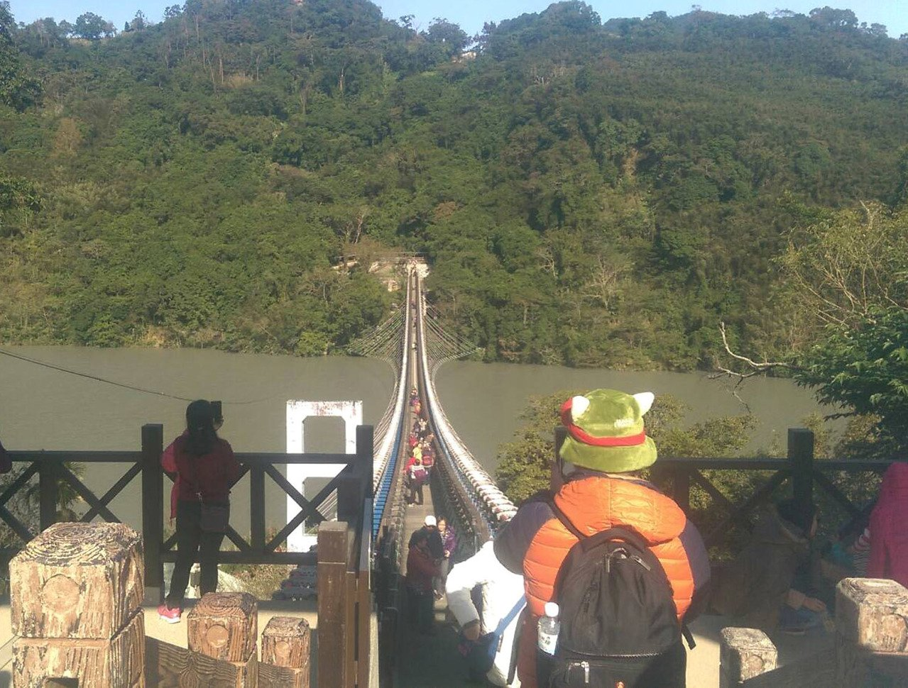 桃園市復興區溪口新吊橋全台最長懸索橋啟用,新的景點第一個假日預約2800人嘗試,...
