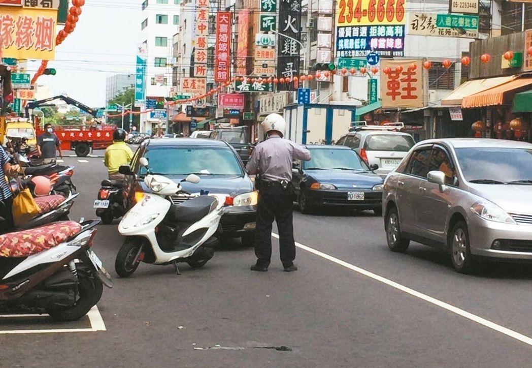 台北市警中正第二分局轄區發生自殺事件,巡邏員警開啟機車警報器,火速趕往,劉姓男子...