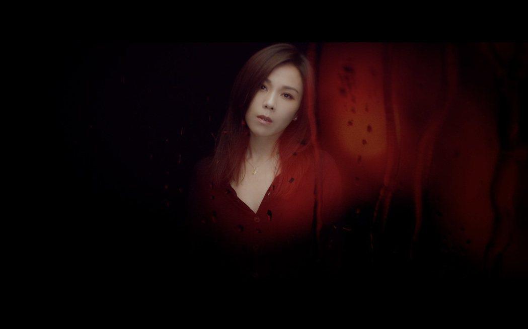 蔡健雅拍攝新歌「貪圖」MV狂喝蔬果汁維持最佳狀態。圖/環球提供