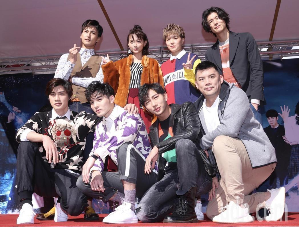 「終極一班5」舉行粉絲見面會,劇中演員Evan(後排左起)、文雨非、Sunnee...