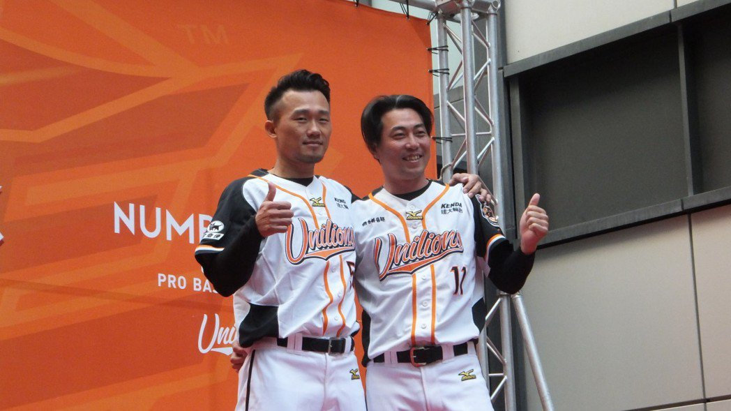 林岳平(右)今年退休轉任統一獅隊二軍投手教練。記者藍宗標/攝影