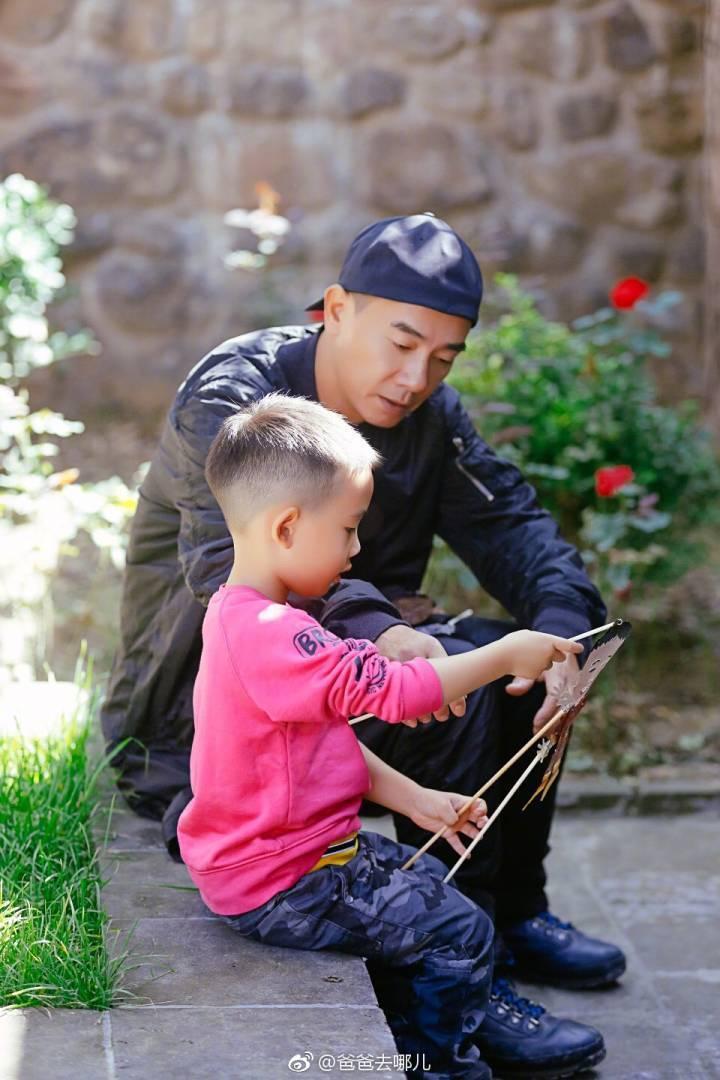 陳小春和兒子的互動成為網友關注焦點。圖/摘自「爸爸去哪兒」微博