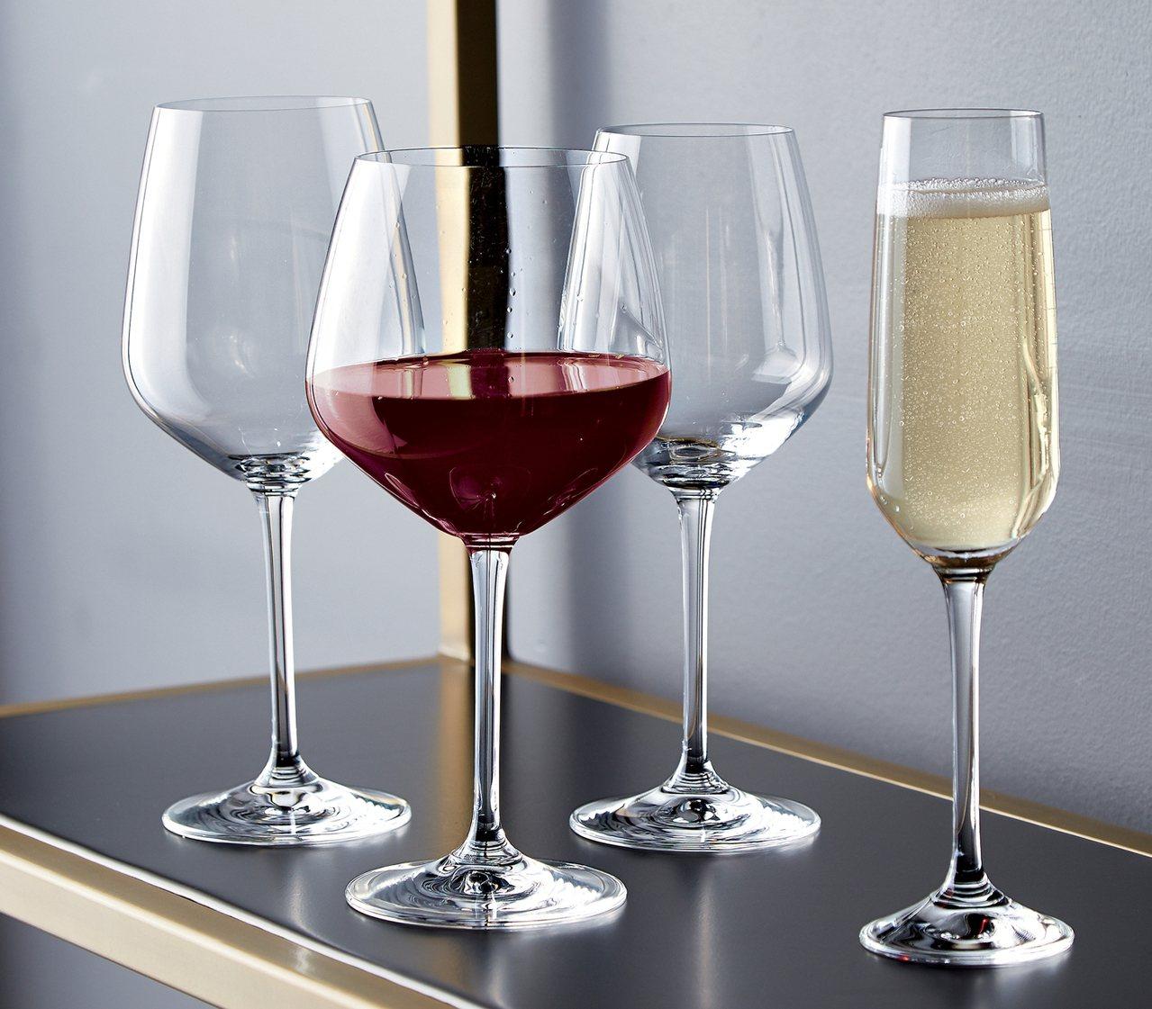 Nattie酒杯有著鬱金香輪廓的杯體呈現摩登的弧線角度。圖/Crate and ...