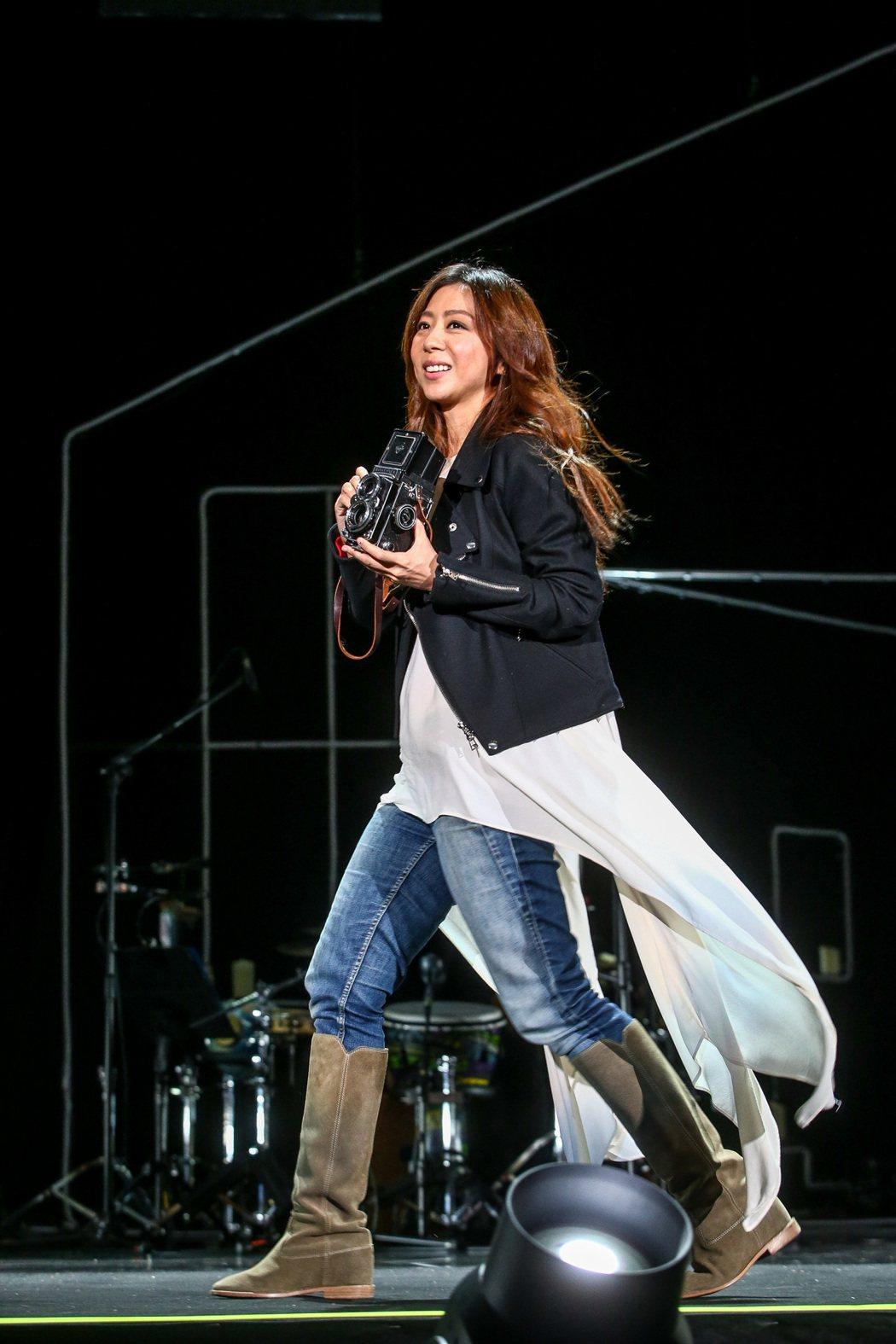 陳綺貞今晚在台北國際會議中心舉辦「Acoustic cheer ego房間裡的音...