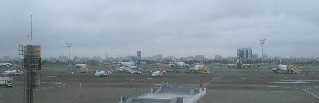 航管員把星星誤認成無人機,造成高雄小港機場暫停起降約40分鐘。圖/本報資料照片