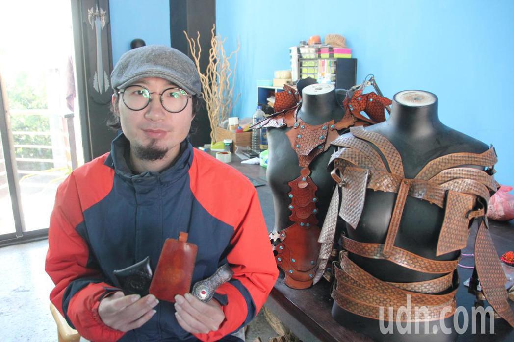 鐘健瑋是東螺溪生態教育園區的生力軍,從事皮雕創作的他,將結合園區在推動的生態、植...
