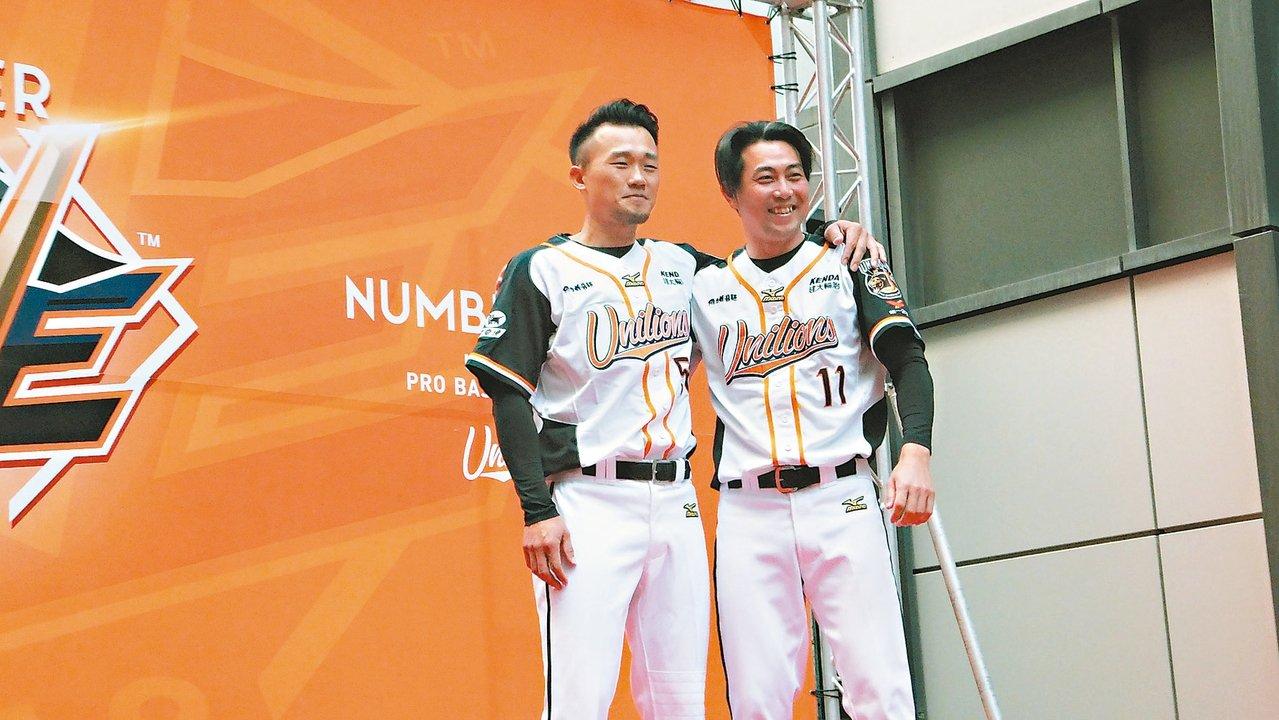 獅隊昨天開訓,老將劉芙豪(左)今年季後確定退休,林岳平已轉任二軍投手教練。 記者...