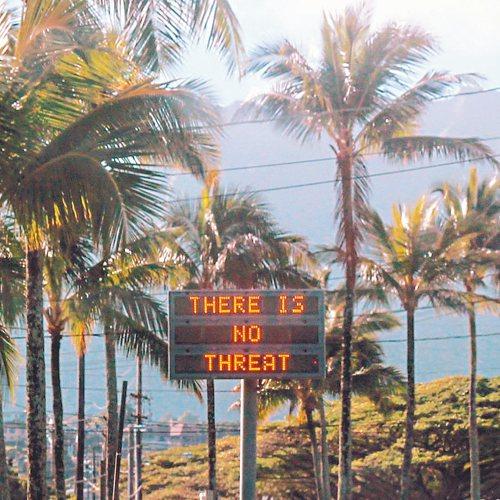 驚嚇至少38分鐘之後,歐胡島上的公路電子告示牌顯示「沒有威脅」。 路透