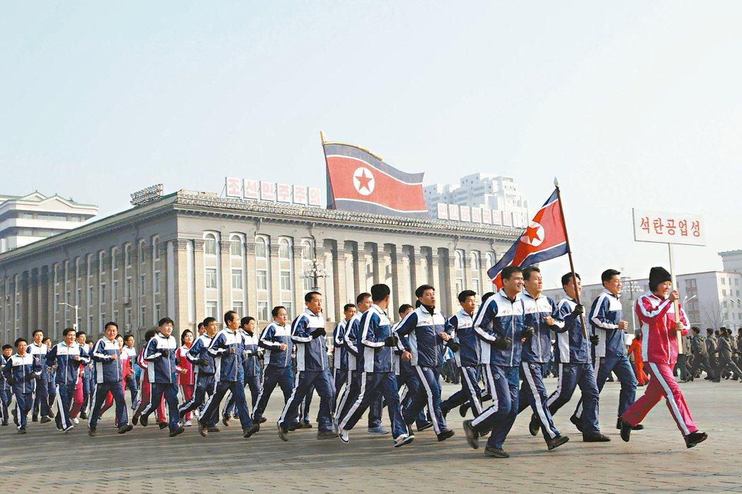 北韓將每年元月第二個星期天訂為體育日,十四日恰好適逢此節日,各部委機關幹部當天在...