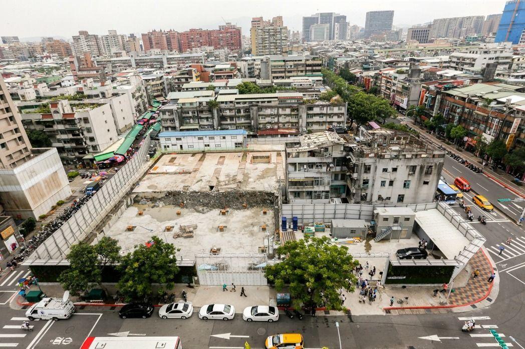 台北永春都更案去年8月停工後,今天首次進入台北市都市更新審議委員會大會。 圖/聯...