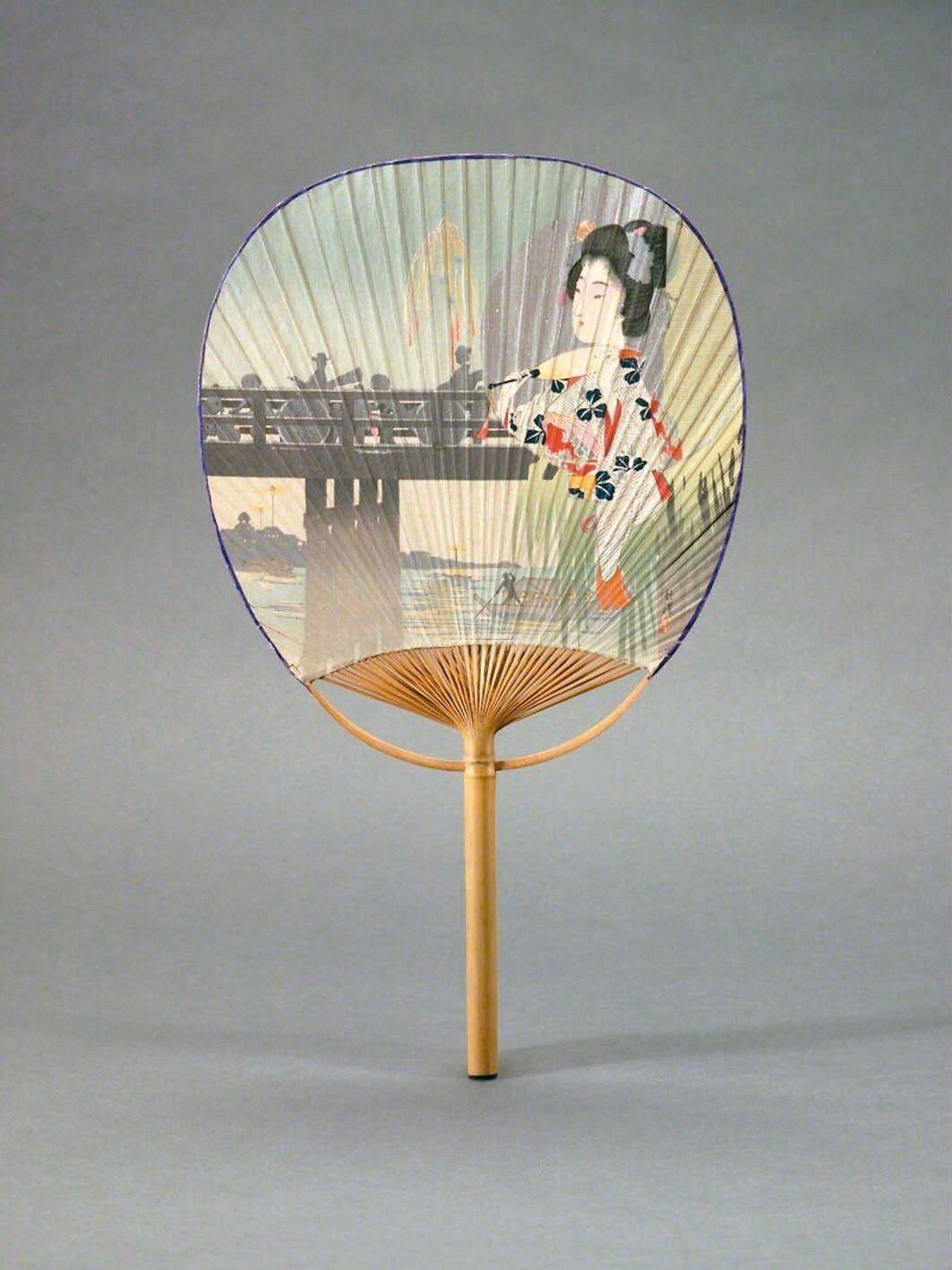 圖5:團扇正面是持扇美女看煙火,20世紀初,畫家不詳。