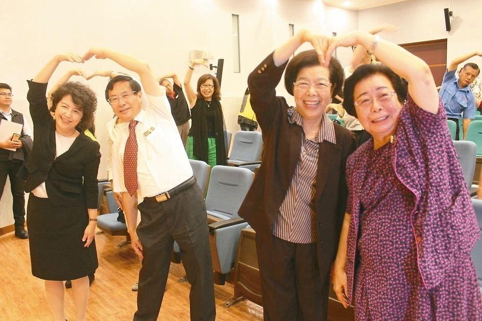 嘉義市3位醫生市長張文英(右起)、張博雅和涂醒哲,今年9月間出席「愛在諸羅:嘉義...