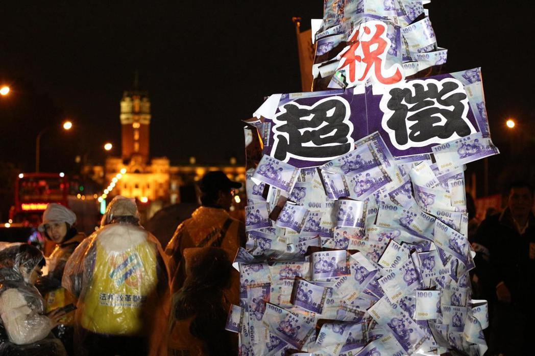 12月18、19日的「反財稅黑手運動」,質疑納稅者權利保護法可能會發生條文執行上...