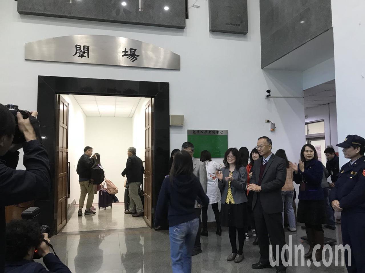 大學學測今天第一梯次入闈,包括命題組、勤務支援人員及試考生入闈。記者馮靖惠/攝影