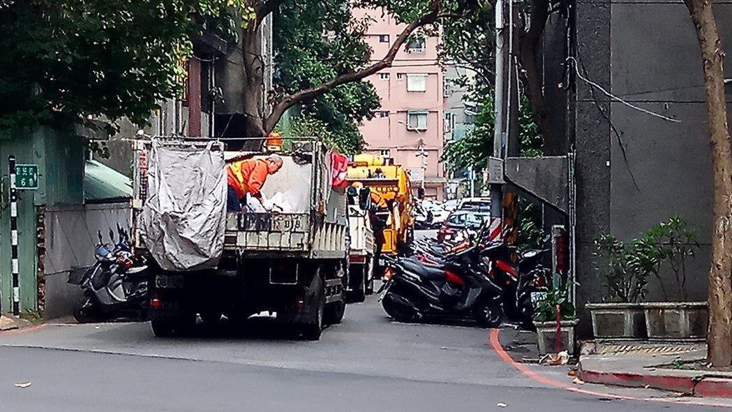 新北市初一到初三停收垃圾,除夕加班清運。圖/本報資料相片